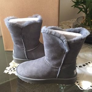 635d7e90050 ✨NEW UGG CLASSIC CUFF SHORT. color: GEYSER SUEDE. NWT